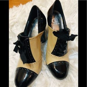 Gianni Bini retro oxford leather lace up pumps